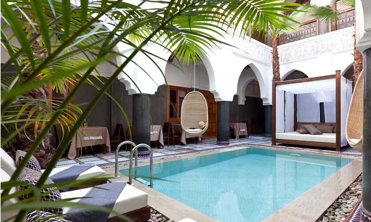 Riad luxe avec spa guest house avec piscine m dina marrakech for Riad piscine privee marrakech