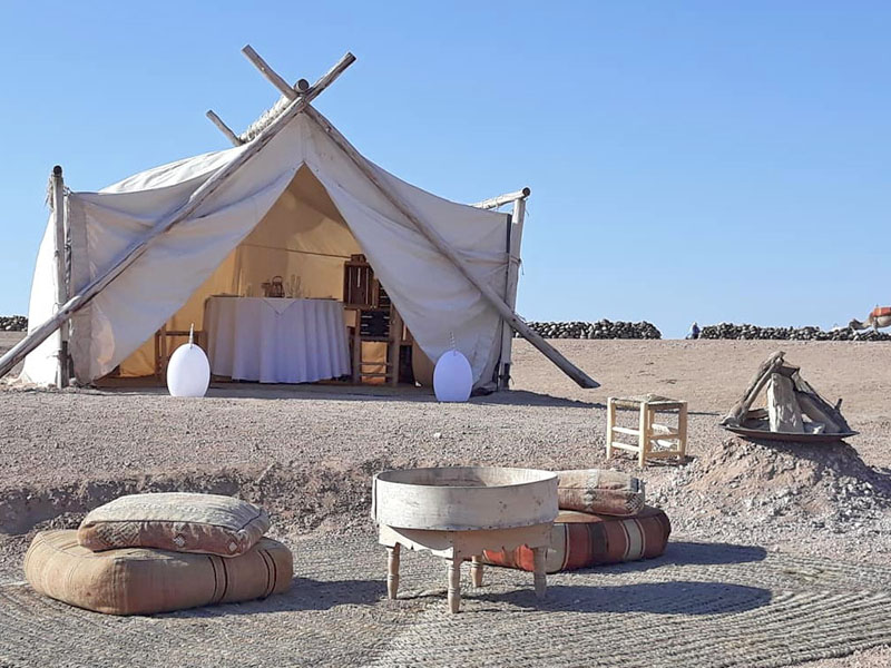 Bivouac de luxe Marrakech Agafay : tente restaurant privative
